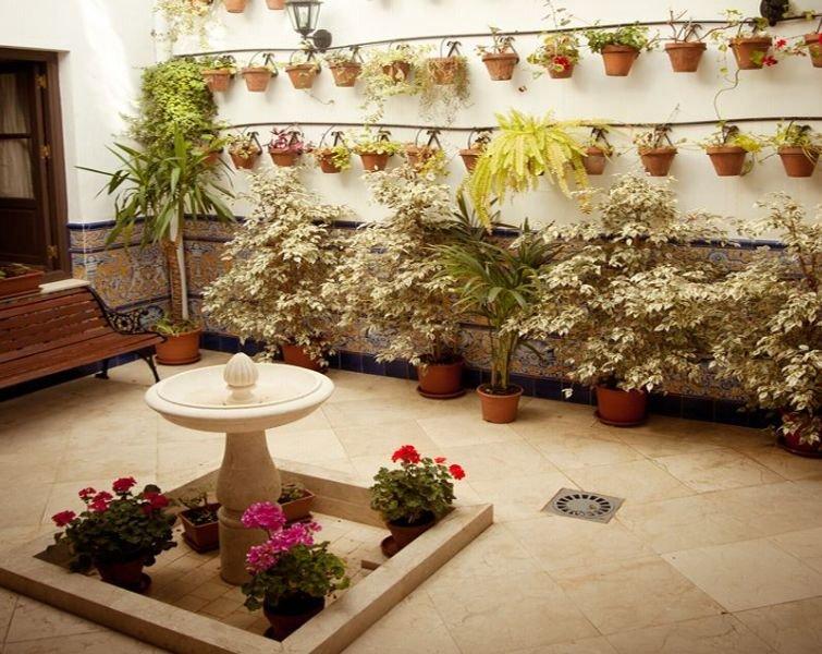 http://www.hotelbeds.com/giata/12/123417/123417a_hb_a_001.jpg