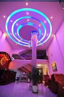 Violet Hotel:  Lobby