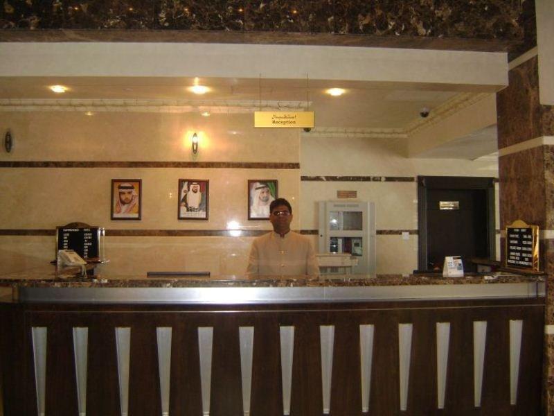 London Crown Hotel:  Lobby