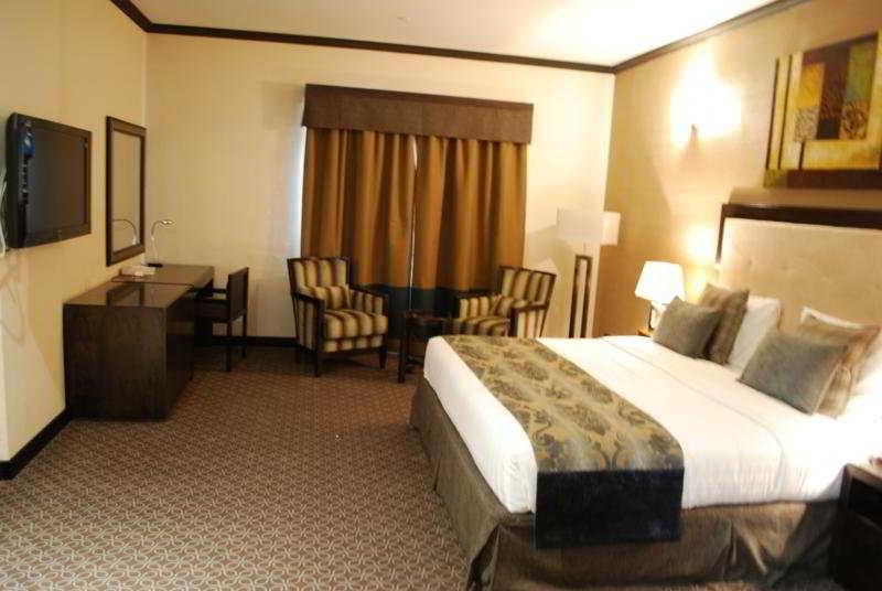 London Crown Hotel -