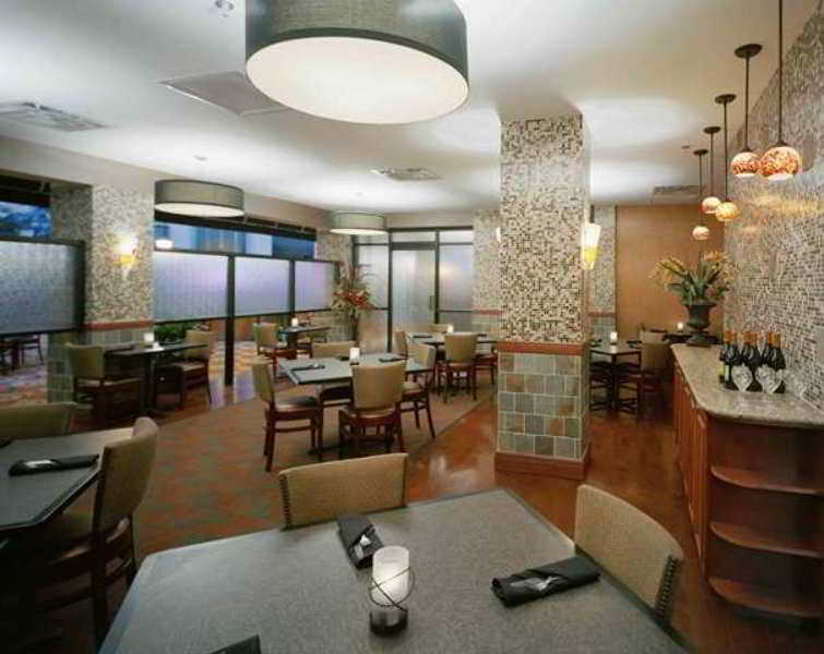 hotel embassy suites austin downtown town lake en austin. Black Bedroom Furniture Sets. Home Design Ideas