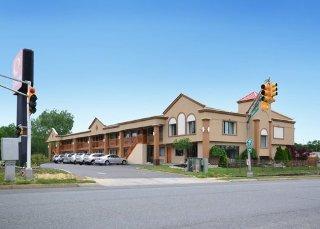 Econo Lodge Bellmawr Area