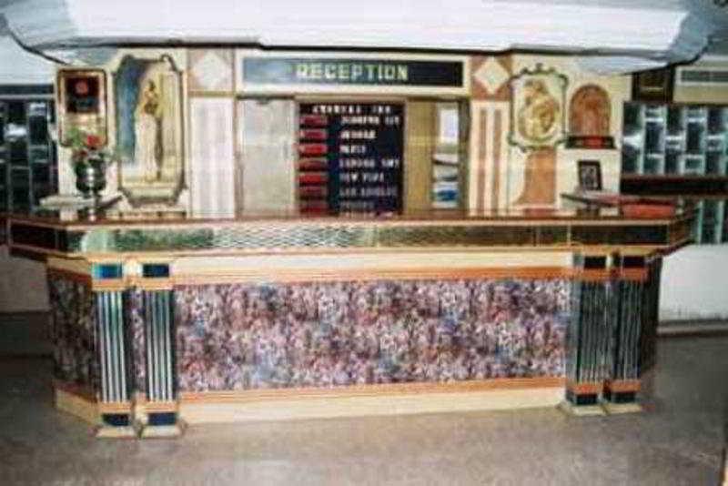 Hotel Chandra Inn:  Lobby