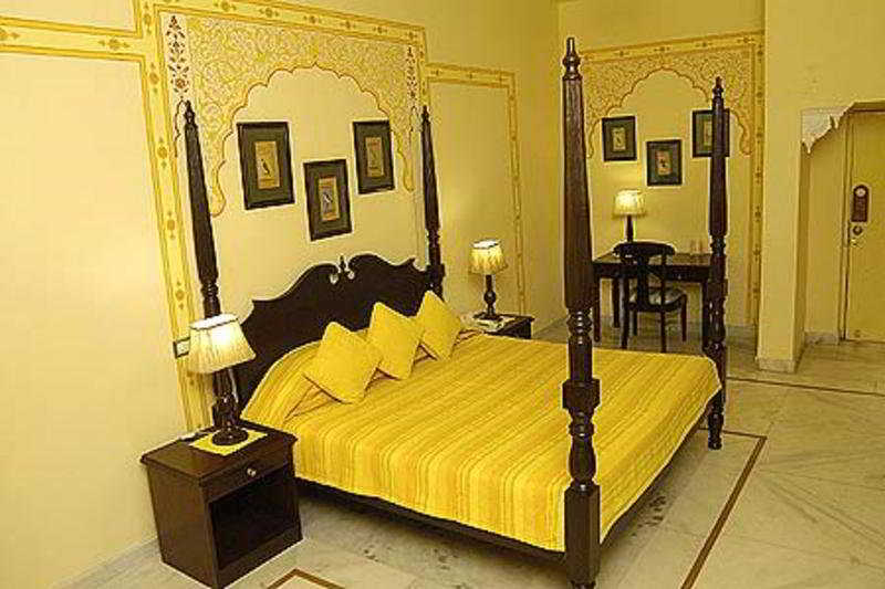 Swaroop Vilas - Tg:  Room