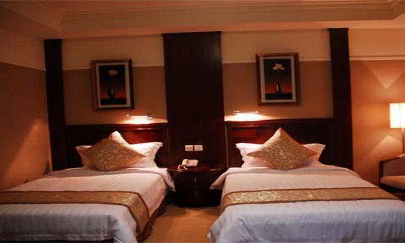 King Hall Hotel:  Room