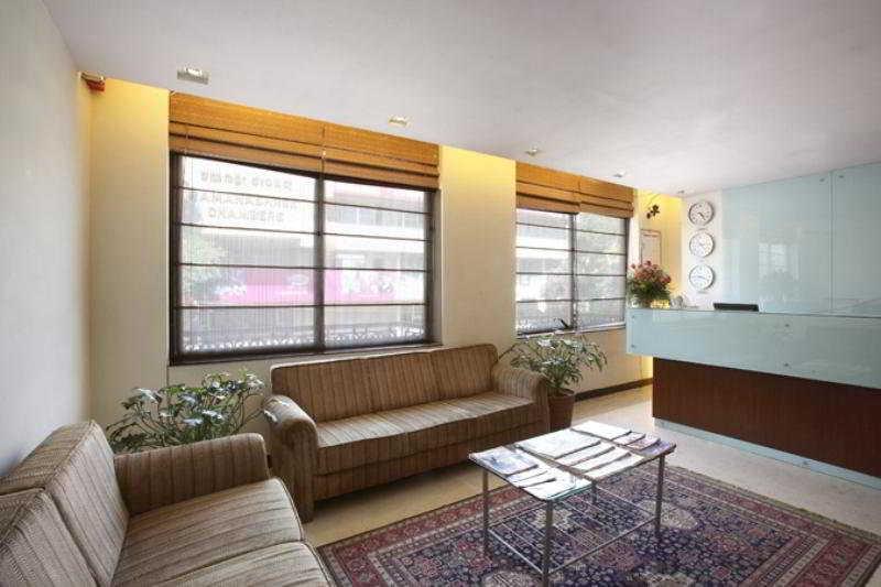 Curzon Suites:  Lobby