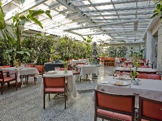 Hotel vp jardin metropolitano en madrid for Vp jardin metropolitano madrid