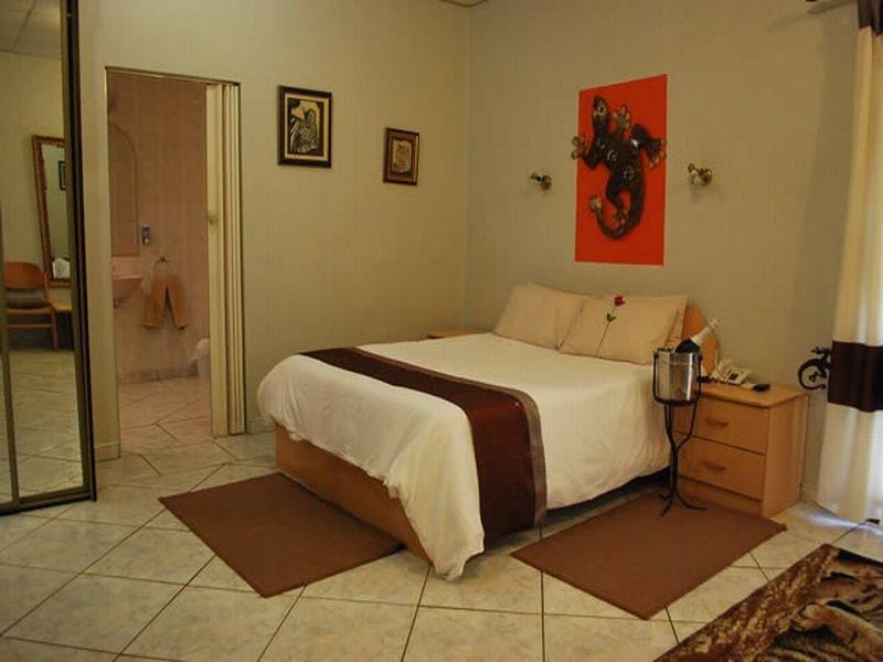 Room - Makalani Hotel