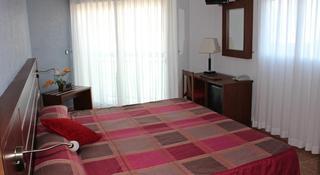 La Familia Gallo Rojo - Hoteles en Campello