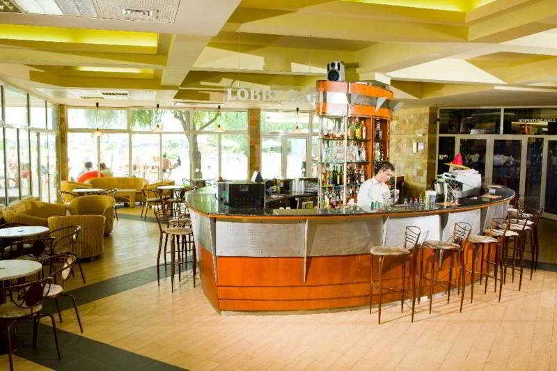 Laguna Beach:  Bar
