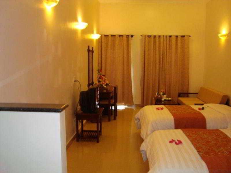 Hue Queen 1 Hotel:  Room