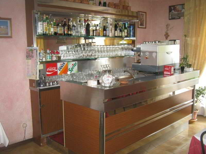 Belvedere:  Bar: umbria: perugia italy hotels & resorts perugia
