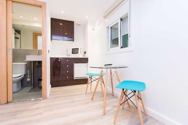 Appartement AinB Las Ramblas-Colón Apartments