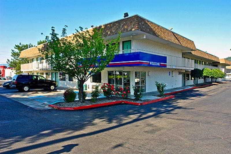 格蘭茲帕斯6號汽車旅館