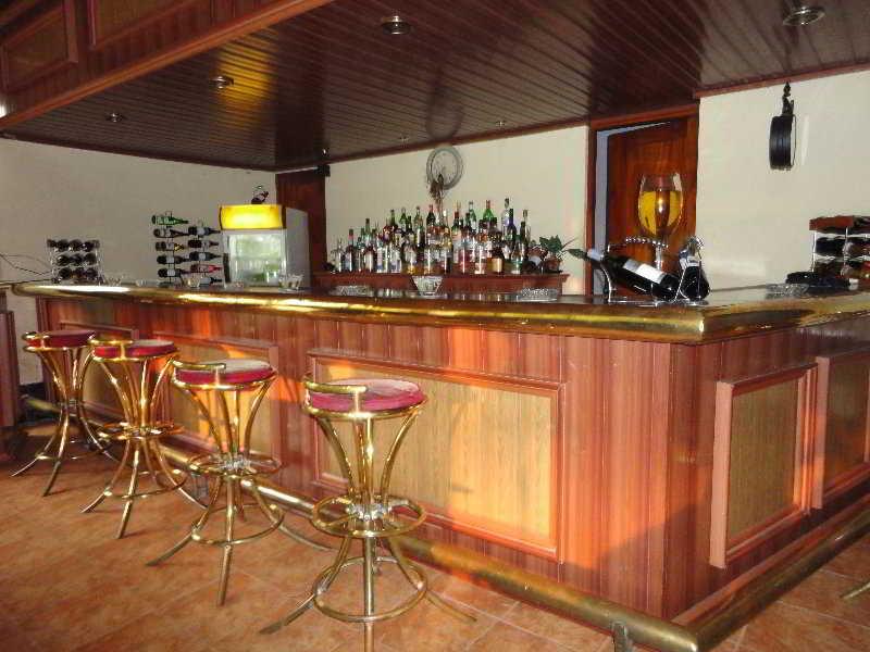 Ratnakola Hotel:  Bar