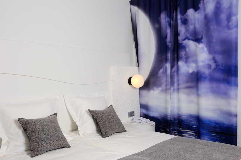 vol perpignan billet d 39 avion perpignan au d part de charleroi crl pgf. Black Bedroom Furniture Sets. Home Design Ideas