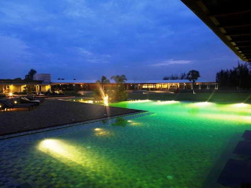 Club mahindra zest big beach resort tg pondicherry india hotels resorts r s 200 201 for Best hotels in pondicherry with swimming pool