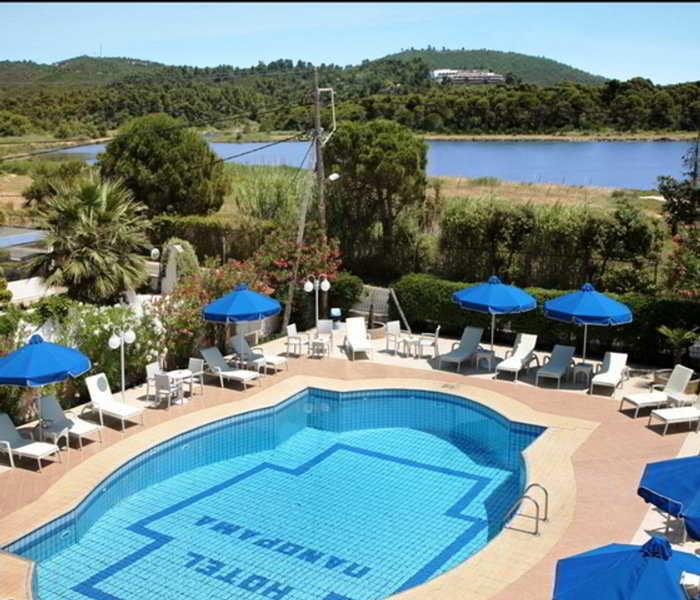 Panorama skiathos greece hotels resorts koukounaries for Best hotels in skiathos