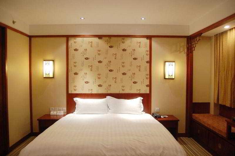 Room photo 13 from hotel Qibao Hotel