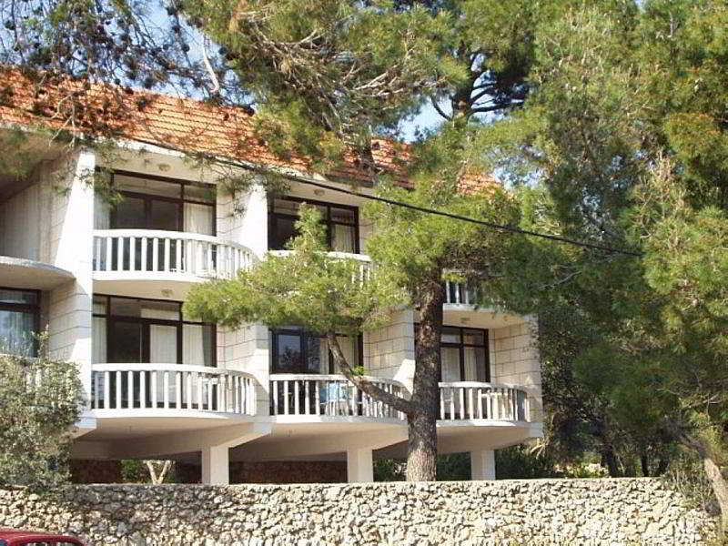 Hotel Batistic Apartments Lumbarda, Croatia Hotels & Resorts