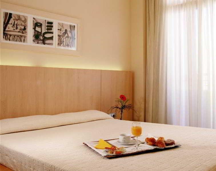Hotel Reina thumb-4