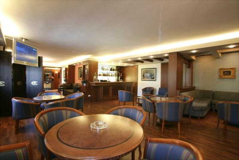 Le Cedrus Suite Hotel:  Bar