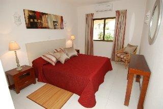 Room photo 15 from hotel Monte Dourado