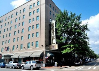 Governor Dinwiddie Hotel and Suites