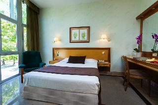 Vp jard n de tres cantos hotel en tres cantos viajes el for El jardin de tres cantos