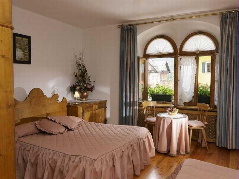 meuble royal. Black Bedroom Furniture Sets. Home Design Ideas