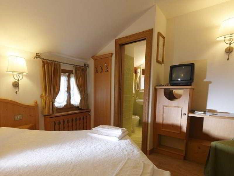 Meubl royal hotel en cortina d 39 ampezzo viajes el corte for Hotel meuble royal cortina