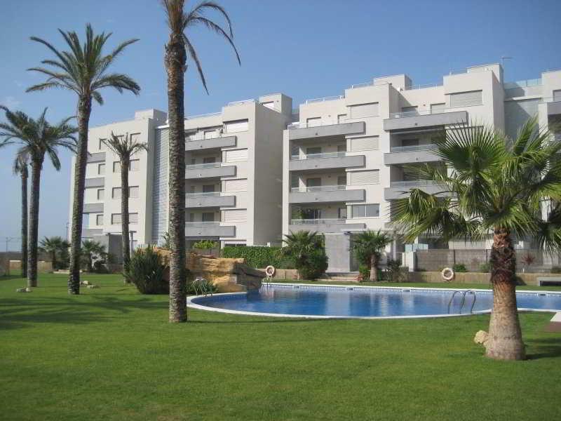 Hoteles con piscina exterior en torredembarra viajes el for Hoteles con piscina en tarragona
