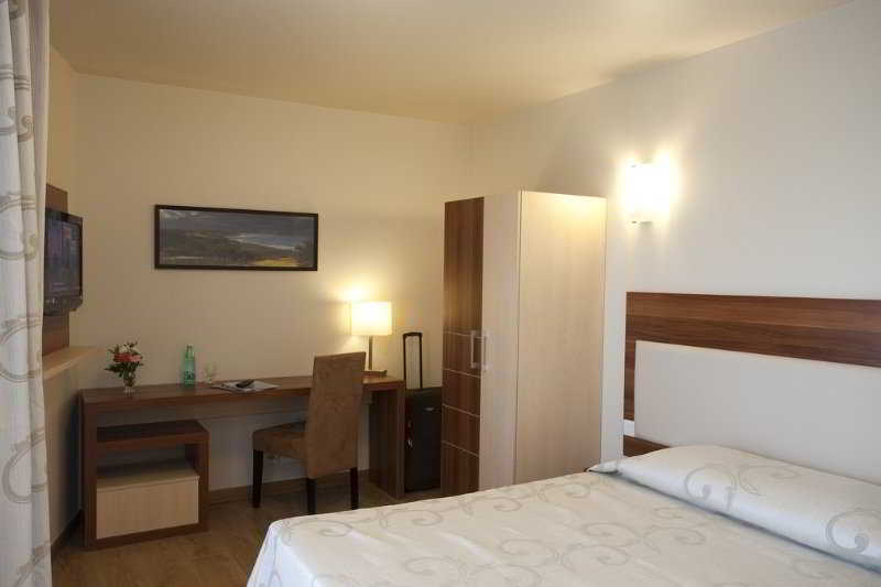 Hotel 1 ere avenue val senart quincy sous senart viajes for Appart hotel quincy sous senart