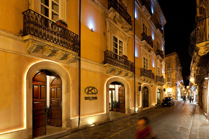 Hoteles en siracusa viajes olympia madrid for Hotel roma siracusa