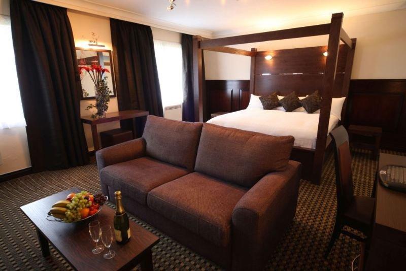 Britannia hotel leeds air canada vacations for Bedroom furniture leeds
