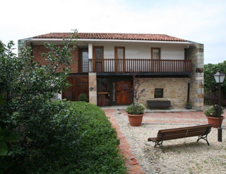 Posada los calderones hotel en santillana del mar for Posada el jardin santillana del mar