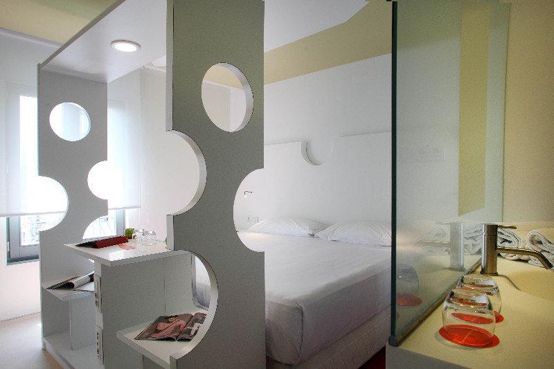 Precios y ofertas de hotel room mate pau en barcelona for Hoteles barcelona habitaciones cuadruples