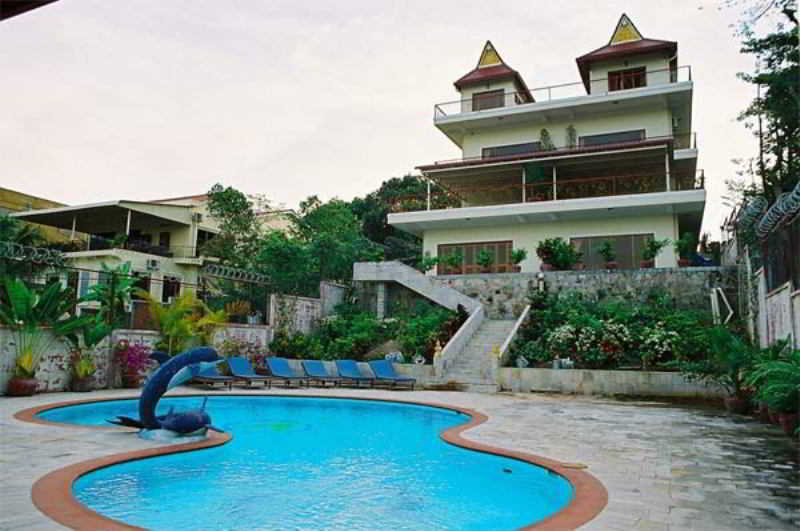 Golden Rooster Resort