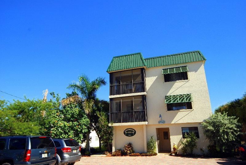 Universal Vacations Edgewater Inn