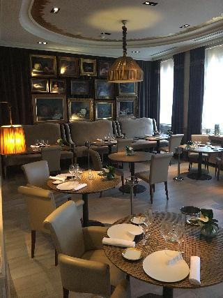 best western premier grand monarque hotel spa. Black Bedroom Furniture Sets. Home Design Ideas