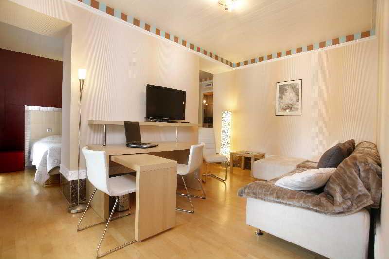 qualys hotel de gramont pau centre. Black Bedroom Furniture Sets. Home Design Ideas