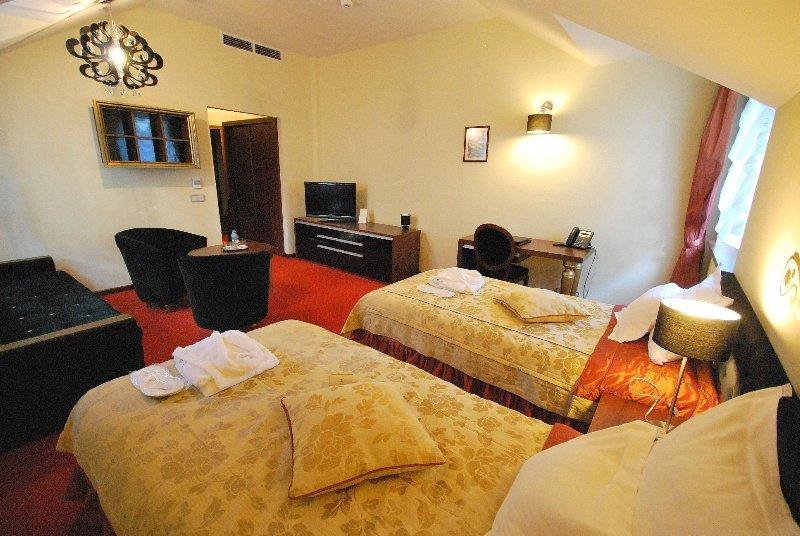 Dwor Kombornia Hotel & SPA