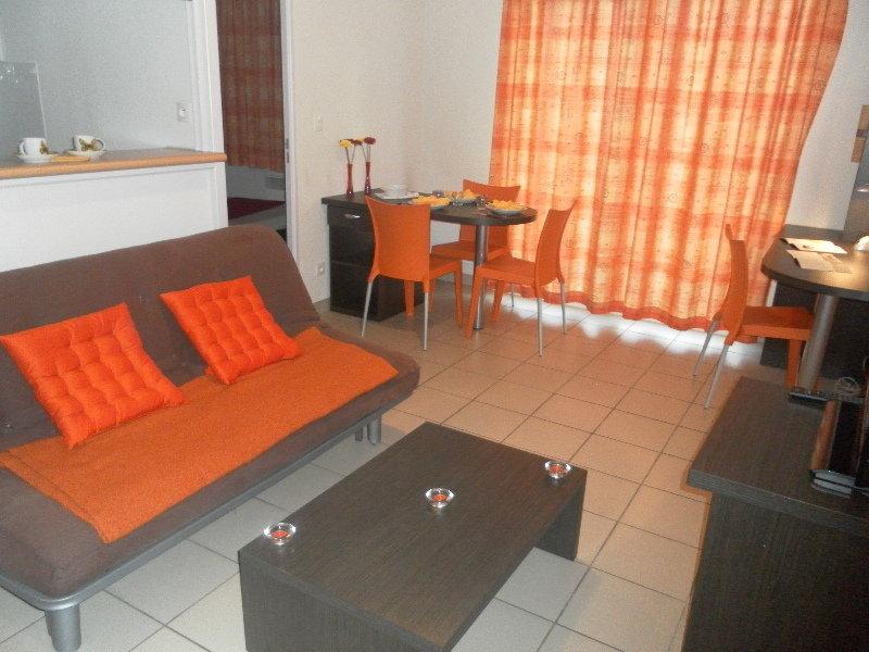alojamientos en saint etienne. Black Bedroom Furniture Sets. Home Design Ideas