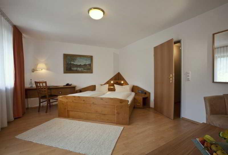 maximilian. Black Bedroom Furniture Sets. Home Design Ideas