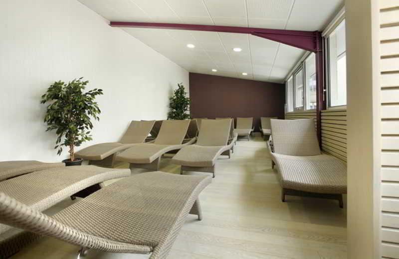 inter hotel les thermes de l 39 avenue. Black Bedroom Furniture Sets. Home Design Ideas