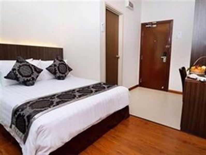 Holiday villa hotel suites kota bharu hotel en kota for J bathroom kota bharu