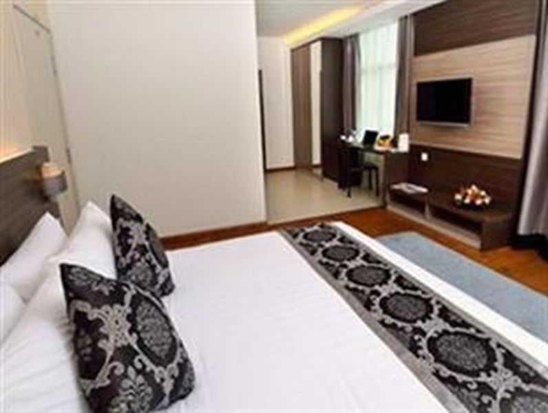 Holiday villa suites kota bharu hotel en kota bharu for J bathroom kota bharu