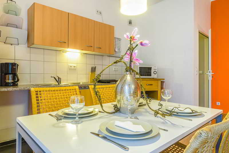 pensi n 1a apartment berlin hotel prenzlauer berg. Black Bedroom Furniture Sets. Home Design Ideas