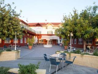 Hotel Mitra - Cabra
