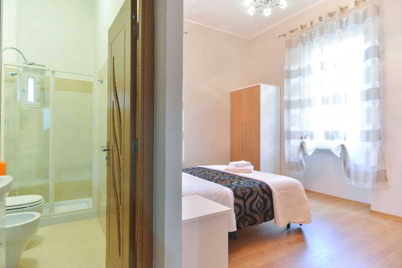 Hotel B&t Rooms Trani